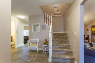 Photo 2: 19639 SOMERSET Drive in Pitt Meadows: Mid Meadows House for sale : MLS®# R2524846