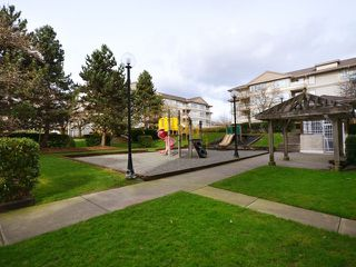 "Photo 10: 702 3455 ASCOT Place in Vancouver: Collingwood VE Condo for sale in ""QUEENS COURT"" (Vancouver East)  : MLS®# V933245"