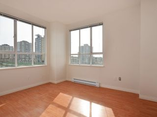 "Photo 6: 702 3455 ASCOT Place in Vancouver: Collingwood VE Condo for sale in ""QUEENS COURT"" (Vancouver East)  : MLS®# V933245"
