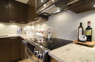 "Photo 13: 313 1490 PENNYFARTHING Drive in Vancouver: False Creek Condo for sale in ""HARBOUR COVE"" (Vancouver West)  : MLS®# V938539"