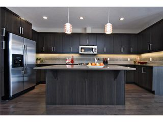 Photo 2: 7414 36 Avenue NW in CALGARY: Bowness Residential Attached for sale (Calgary)  : MLS®# C3543867