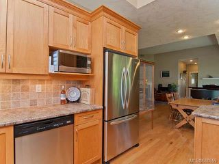 Photo 5: 122 2315 Suffolk Cres in COURTENAY: CV Crown Isle Row/Townhouse for sale (Comox Valley)  : MLS®# 680859
