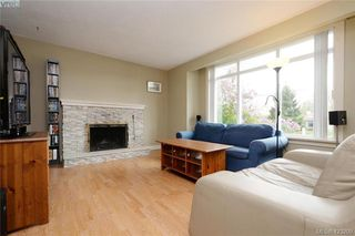 Photo 2: 824 Beckwith Avenue in VICTORIA: SE Lake Hill Half Duplex for sale (Saanich East)  : MLS®# 423209