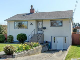 Photo 1: 1443 Stroud Rd in Victoria: Vi Oaklands Single Family Detached for sale : MLS®# 843386