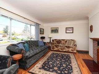 Photo 2: 1443 Stroud Rd in Victoria: Vi Oaklands Single Family Detached for sale : MLS®# 843386