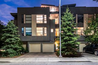 Main Photo: 550 19 Avenue SW in Calgary: Cliff Bungalow Row/Townhouse for sale : MLS®# A1033919