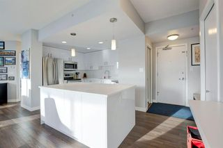 Photo 7: 2102 1078 6 Avenue SW in Calgary: Downtown West End Apartment for sale : MLS®# A1059914