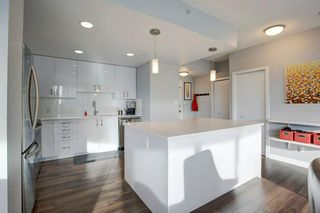 Photo 6: 2102 1078 6 Avenue SW in Calgary: Downtown West End Apartment for sale : MLS®# A1059914