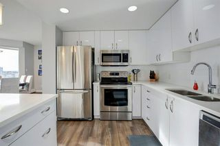 Photo 8: 2102 1078 6 Avenue SW in Calgary: Downtown West End Apartment for sale : MLS®# A1059914