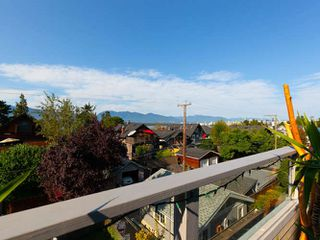 Photo 3: 3241 W 2ND Avenue in Vancouver: Kitsilano House 1/2 Duplex for sale (Vancouver West)  : MLS®# R2424445