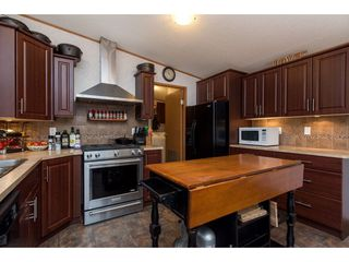 Photo 3: 41933 KIRK Avenue: Yarrow Manufactured Home for sale : MLS®# R2436089