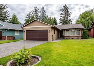 """Photo 2: 35 7001 EDEN Drive in Chilliwack: Sardis West Vedder Rd House for sale in """"EDENBANK"""" (Sardis)  : MLS®# R2470390"""