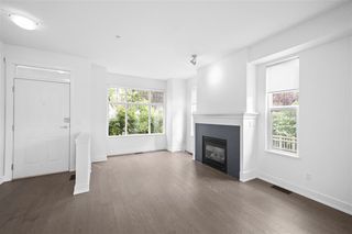 "Photo 9: 990 W 58TH Avenue in Vancouver: South Cambie Townhouse for sale in ""Churchill Gardens"" (Vancouver West)  : MLS®# R2472481"