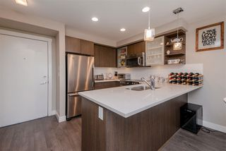 """Photo 9: 301 19936 56 Avenue in Langley: Langley City Condo for sale in """"Bearing Pointe"""" : MLS®# R2487217"""