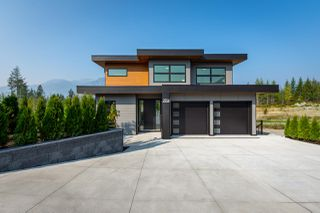 """Photo 1: 2914 HUCKLEBERRY Drive in Squamish: University Highlands House for sale in """"University Heights"""" : MLS®# R2506027"""