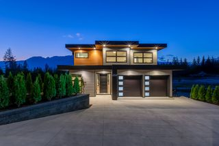 """Photo 40: 2914 HUCKLEBERRY Drive in Squamish: University Highlands House for sale in """"University Heights"""" : MLS®# R2506027"""