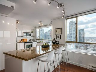 Photo 3: # 1701 888 PACIFIC ST in Vancouver: Yaletown Condo for sale (Vancouver West)  : MLS®# V1064959
