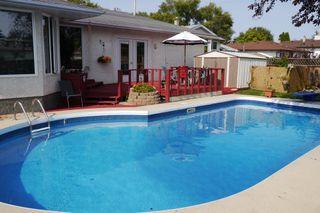Photo 2: 46 Newcastle Road in Winnipeg: Fort Richmond Single Family Detached for sale (South Winnipeg)  : MLS®# 1523425