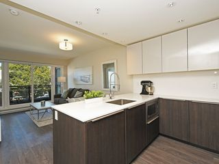 Photo 9: 214 1588 HASTINGS STREET in Vancouver: Hastings Sunrise Condo for sale (Vancouver East)  : MLS®# R2401182