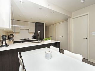 Photo 7: 214 1588 HASTINGS STREET in Vancouver: Hastings Sunrise Condo for sale (Vancouver East)  : MLS®# R2401182