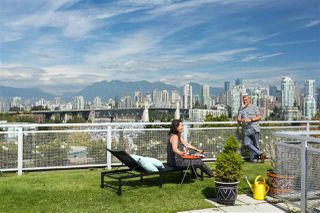 """Photo 14: 605 1540 W 2ND Avenue in Vancouver: False Creek Condo for sale in """"THE WATERFALL BUILDING"""" (Vancouver West)  : MLS®# R2457557"""