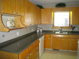 Photo 2: 301 Brown Avenue West in DAUPHIN: Manitoba Other Residential for sale : MLS®# 1301512