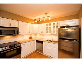 "Photo 5: 3934 INDIAN RIVER Drive in North Vancouver: Indian River Townhouse for sale in ""Highgate Terrace"" : MLS®# V997469"
