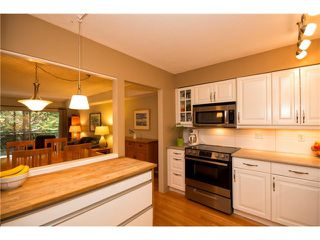 "Photo 4: 3934 INDIAN RIVER Drive in North Vancouver: Indian River Townhouse for sale in ""Highgate Terrace"" : MLS®# V997469"