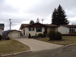 Photo 2: 149 Veterans Drive in Dauphin: Residential for sale