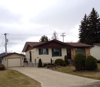 Photo 1: 149 Veterans Drive in Dauphin: Residential for sale