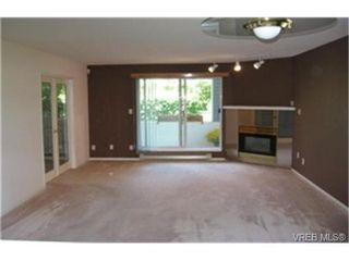 Photo 1:  in VICTORIA: SE Quadra Condo Apartment for sale (Saanich East)  : MLS®# 442034