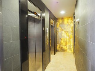 Photo 5: Elevation Tower - 3 bedroom 3.5 bathroom