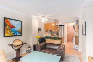 "Photo 4: 1802 1189 HOWE Street in Vancouver: Downtown VW Condo for sale in ""THE GENISIS"" (Vancouver West)  : MLS®# R2414658"