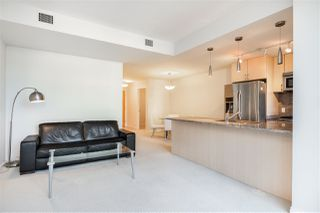 "Photo 3: 706 1211 MELVILLE Street in Vancouver: Coal Harbour Condo for sale in ""The Ritz"" (Vancouver West)  : MLS®# R2422768"