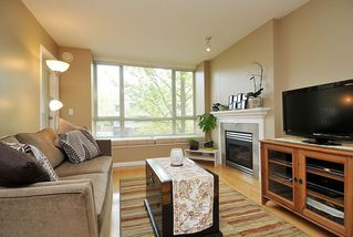 "Main Photo: 207 3235 W 4TH Avenue in Vancouver: Kitsilano Condo for sale in ""ALAMEDA PARK"" (Vancouver West)  : MLS®# V946907"