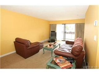 Photo 3: 203 853 Selkirk Avenue in VICTORIA: Es Kinsmen Park Condo Apartment for sale (Esquimalt)  : MLS®# 244287