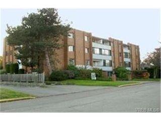 Photo 1: 203 853 Selkirk Avenue in VICTORIA: Es Kinsmen Park Condo Apartment for sale (Esquimalt)  : MLS®# 244287
