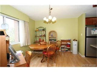 Photo 2: 203 853 Selkirk Avenue in VICTORIA: Es Kinsmen Park Condo Apartment for sale (Esquimalt)  : MLS®# 244287