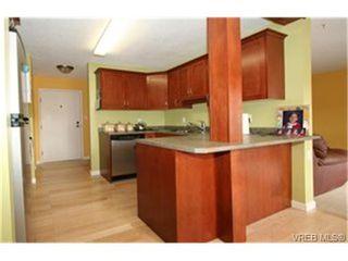 Photo 4: 203 853 Selkirk Avenue in VICTORIA: Es Kinsmen Park Condo Apartment for sale (Esquimalt)  : MLS®# 244287