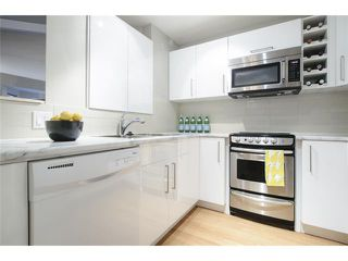 Photo 11: # 202 526 W 13TH AV in Vancouver: Fairview VW Condo for sale (Vancouver West)  : MLS®# V1094742