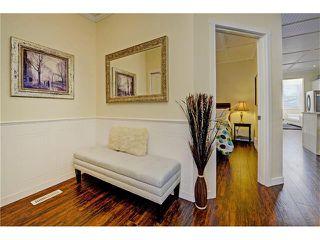 Photo 3: 309 28 AV NE in Calgary: Tuxedo Park House for sale : MLS®# C4066138