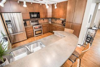 Photo 10: 216 WAYGOOD Road in Edmonton: Zone 22 House for sale : MLS®# E4168750
