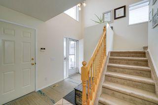 Photo 3: 4023 37 Avenue in Edmonton: Zone 29 House for sale : MLS®# E4172069