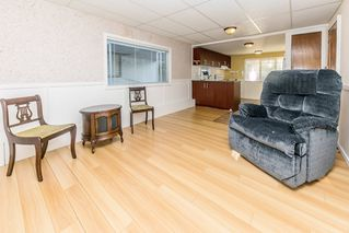 """Photo 5: 26 21163 LOUGHEED Highway in Maple Ridge: Southwest Maple Ridge Manufactured Home for sale in """"VAL MARIA"""" : MLS®# R2408207"""