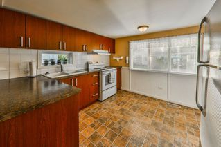"""Photo 2: 26 21163 LOUGHEED Highway in Maple Ridge: Southwest Maple Ridge Manufactured Home for sale in """"VAL MARIA"""" : MLS®# R2408207"""