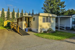"""Photo 1: 26 21163 LOUGHEED Highway in Maple Ridge: Southwest Maple Ridge Manufactured Home for sale in """"VAL MARIA"""" : MLS®# R2408207"""