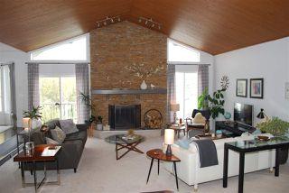 Photo 2: 1124 108 Street in Edmonton: Zone 16 House for sale : MLS®# E4195967
