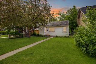 Photo 6: 2329 Westmount Road NW in Calgary: West Hillhurst Detached for sale : MLS®# A1016180