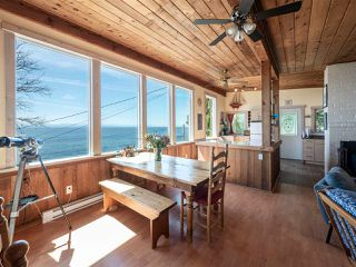 "Photo 5: 1968 OCEAN BEACH Esplanade in Gibsons: Gibsons & Area House for sale in ""BONNIEBROOK BEACH"" (Sunshine Coast)  : MLS®# R2480476"