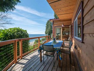 "Photo 21: 1968 OCEAN BEACH Esplanade in Gibsons: Gibsons & Area House for sale in ""BONNIEBROOK BEACH"" (Sunshine Coast)  : MLS®# R2480476"